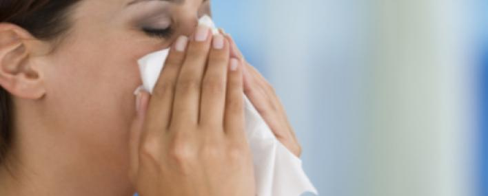 Долго болит горло и насморк, но нет температуры. Что делать?