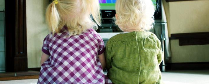 Телевизор для ребенка: можно, если осторожно